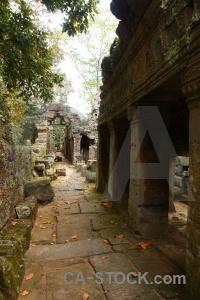 Pillar banteay kdei lichen buddhist corridor.