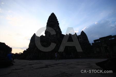 Preah pisnulok angkor wat unesco sunrise ruin.