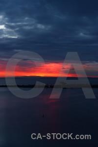 Red sky sunset blue sunrise.