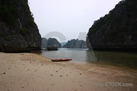 Rock sea vinh ha long canoe limestone.