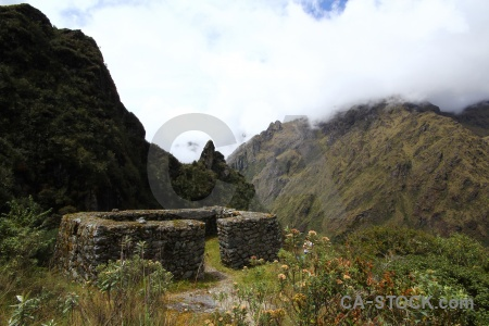 Ruin runkuraqay inca trail mountain grass.