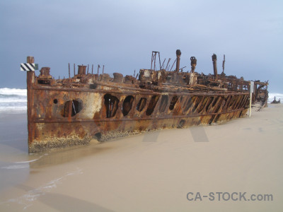 Rust maheno vehicle ship shipwreck.