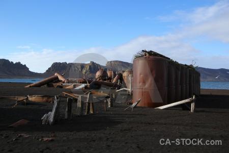 Sand whalers bay deception island volcano cloud.