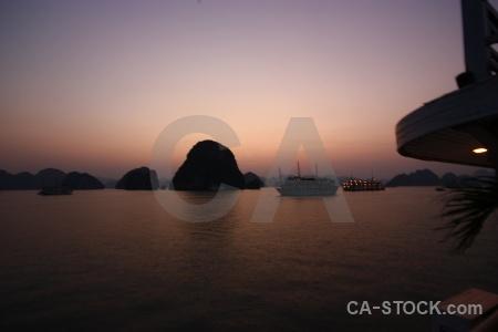 Sea island vinh ha long sunrise vehicle.