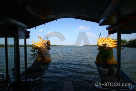 Sky asia hue song huong boat.