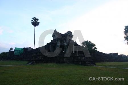 Sky buddhist pillar ruin fungus.