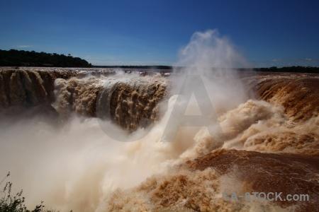 Sky spray garganta del diablo iguazu river falls.