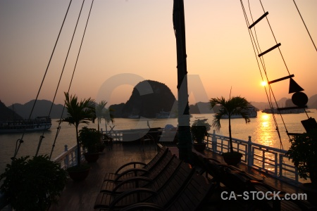 Sky sun limestone vietnam unesco.
