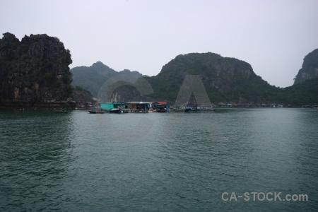 Sky vietnam cua van water vinh ha long.