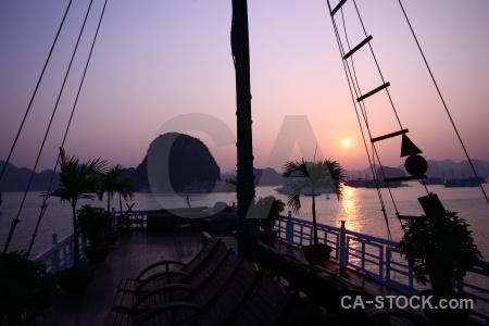 Sky vinh ha long mountain vietnam sea.