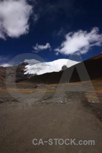 Snowcap altitude tibet arid plateau.