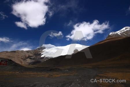 Snowcap pass arid tibet east asia.