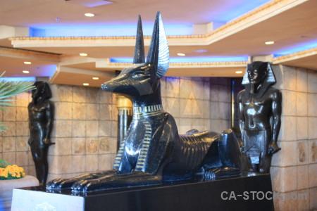 Statue animal.
