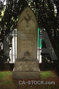 Statue cemetery grave green.