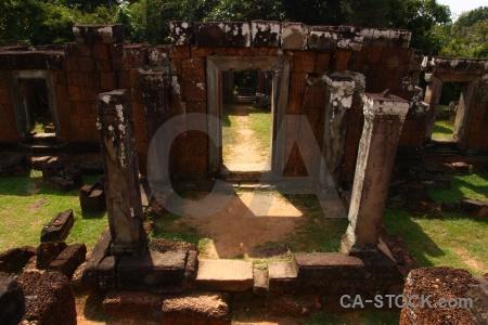 Stone pillar grass ruin eastern mebon.