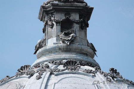 Structure statue.