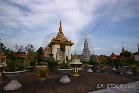Stupa norodom suramarit palace phnom penh bush.