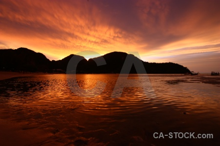 Sunrise sunset southeast asia sand loh dalam bay.