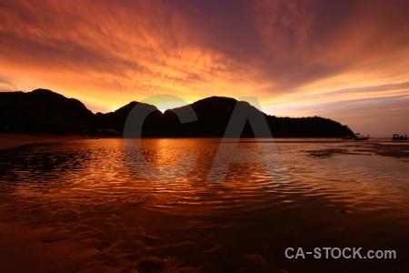 Sunrise sunset southeast asia sand loh dalam bay.