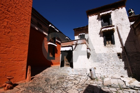 Tashilhunpo monastery china altitude xigatse himalayan.