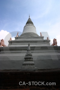 Temple sky buddhist wat phnom statue.