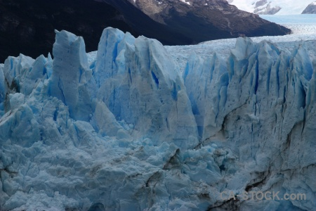 Terminus perito moreno mountain south america ice.