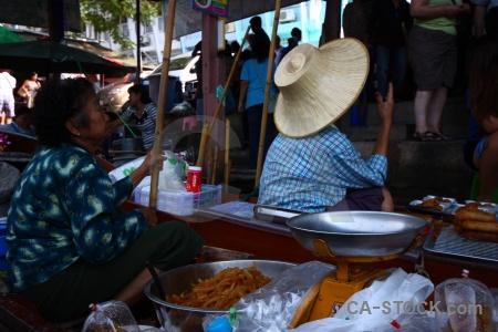 Thailand damnoen saduak building market water.
