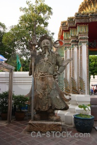 Thailand temple pillar statue tree.