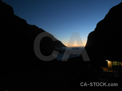 Trek himalayan valley sunrise south asia.