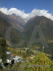 Trek nepal chhomrong sky modi khola valley.
