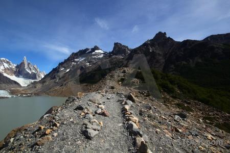 Trek snowcap moraine cerro torre andes.