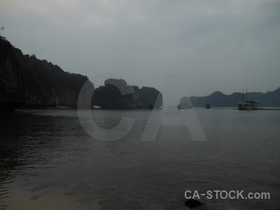 Unesco limestone mountain ha long bay vinh.