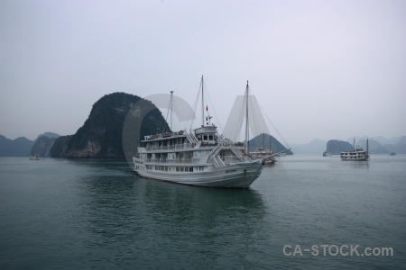 Unesco vinh ha long vietnam sea water.