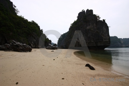 Vinh ha long bay island mountain sand.
