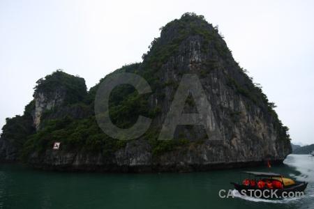 Vinh ha long boat island bay cliff.