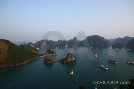 Vinh ha long cliff limestone mountain bay.