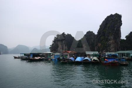 Vinh ha long cua van sky mountain southeast asia.
