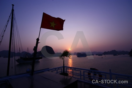 Vinh ha long sunrise sunset island sea.