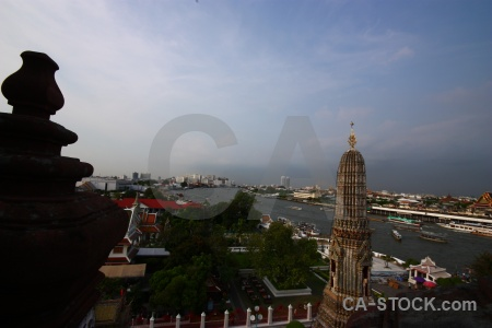 Wat arun boat water vehicle sky.