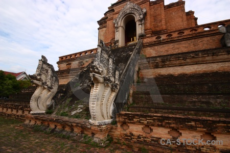 Wat chedi luang wat worawihan dragon cloud temple.