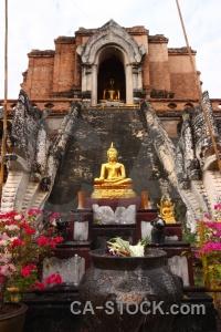 Wat chedi luang worawihan chiang mai sky statue.
