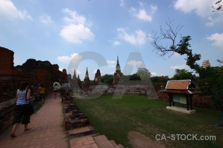 Wat mahathat unesco cloud stupa path.