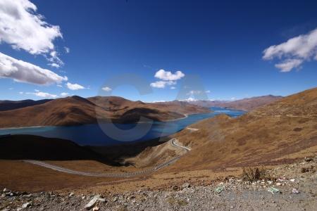 Water mountain kamba la dry yamzho yumco.